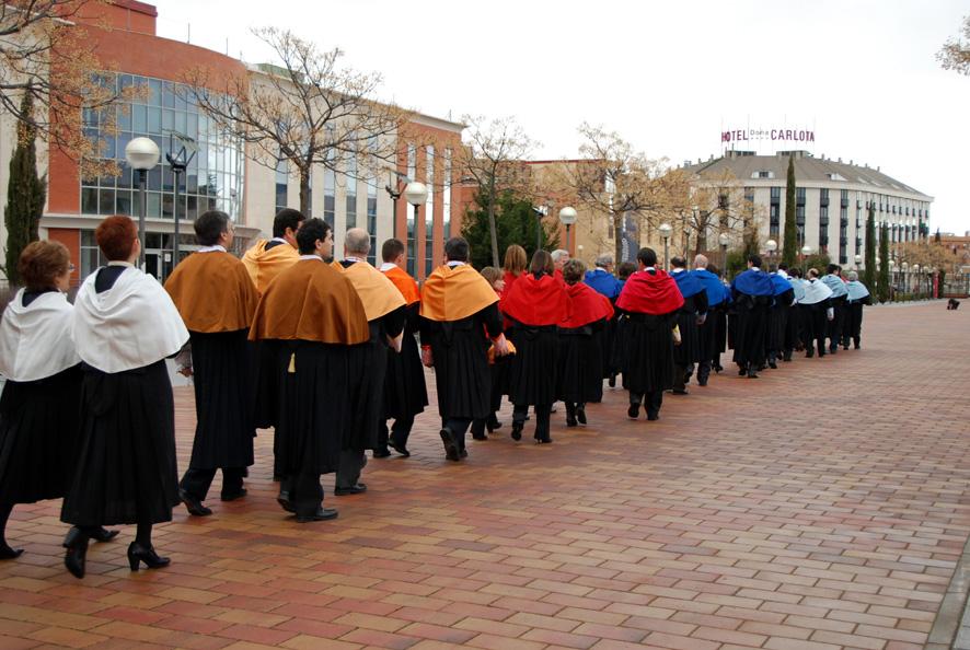 Procesión de doctores durante un acto académico en el Campus de Ciudad Real