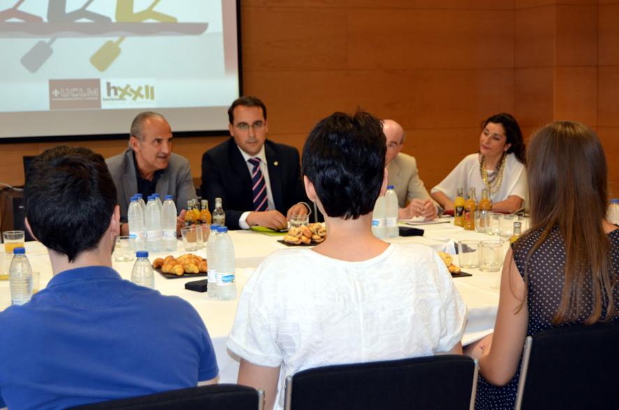 El director general de Globalcaja compartió un desayuno con los alumnos del programa Lidera